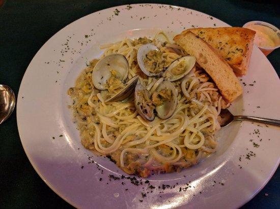 Olde Log Inn : linguine with clams