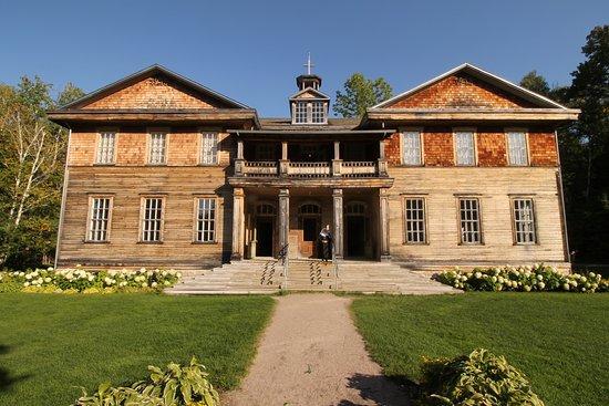 Village historique de Val-Jalbert: L'ancienne école tenue par des soeurs