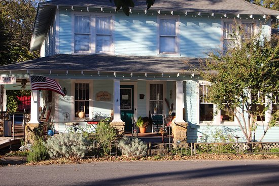Wildflower Bed and Breakfast-On the Square: Wildflower B&B