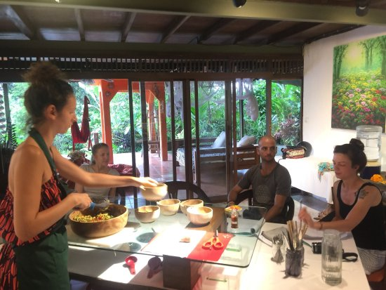 Raw Food Bali Culinary Classes: Our students enjoying the classes in our raw food villa