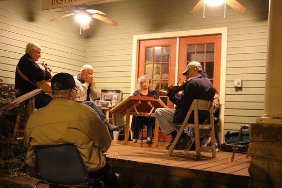 Wildflower Bed and Breakfast-On the Square: Musical group-one of three we saw that night.