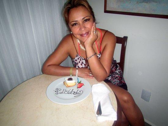 Barcelo Huatulco: Feliz cumple con pastel en la habitación