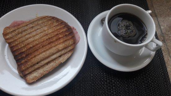 Hotel Monte Castelo: Café da manhã muito gostoso!