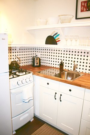 Grass Valley, CA: Studio kitchen with gas range