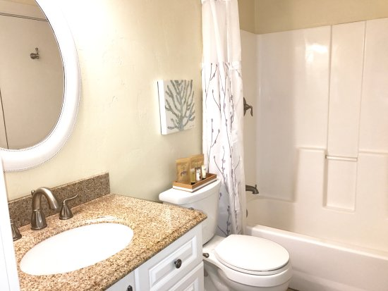 Grass Valley, CA: Premium Suite Bath