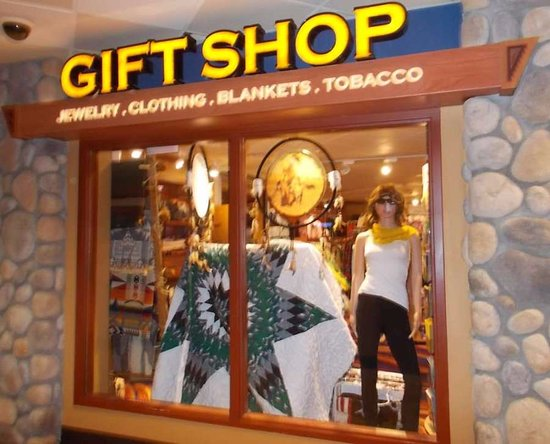 New Town, ND: gift shop in 4 Bears Casino and Lodge