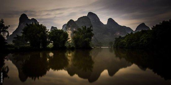 Yangshuo Mountain Retreat: Mountain Retreat - the only Yangshuo hotel on the Yulong River
