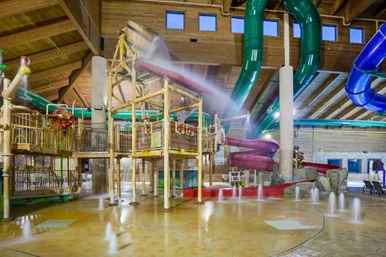 Baxter, MN: 1000 Gallon Dumping Bucket at Three Bear Water park