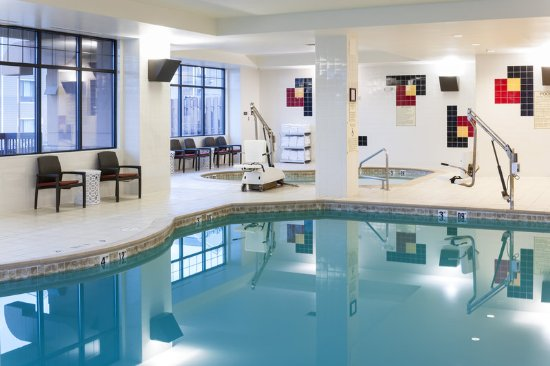 Embassy Suites by Hilton Anchorage: Indoor Pool And Hot Tub