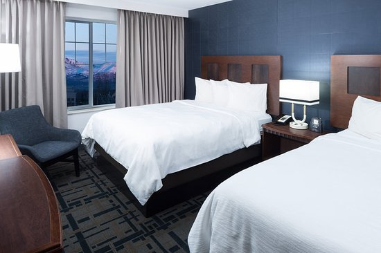 Embassy Suites by Hilton Anchorage: Suite Double Queen Mountain View