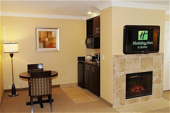 San Mateo, Californien: Suite with Fireplace and Wetbar.