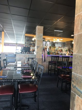 Thai Staunton Restaurant Bar Area In The Middle Of