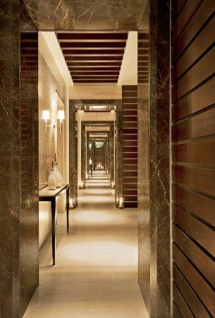The St. Regis Saadiyat Island Resort: Iridium Spa - Corridor