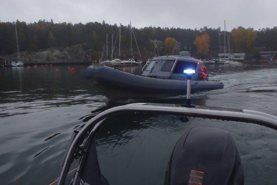 Parainen, Finlandia: オープンと屋根付きのボート2隻