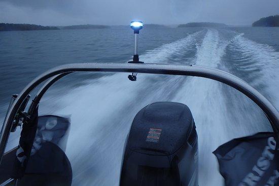 Parainen, Finlandia: 全速力で航行している様子