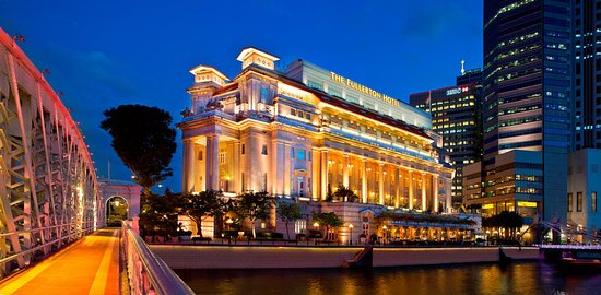 The Fullerton Hotel Singapore: View from Singapore River-Evening