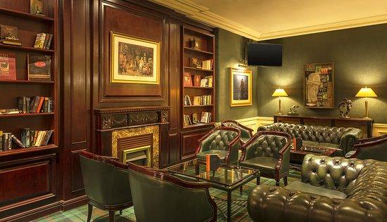 Sheraton Amman Al Nabil Hotel: The Bar