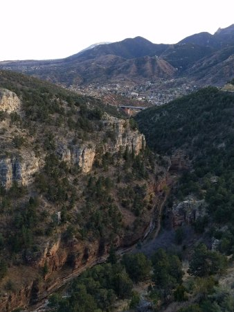 Manitou Springs, CO: Views from the wrap-around deck outside the main building