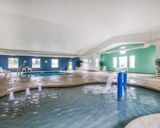 Waupaca, WI: Indoor heated pool with hot tub