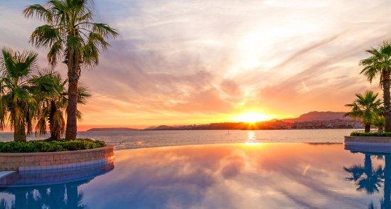 Podstrana, Croatia: Outdoor pool sunset