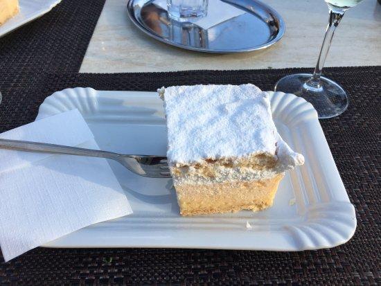 Vila Preseren: Cream cake!