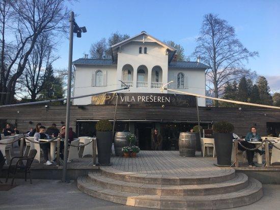 Vila Preseren: Outdoor seating