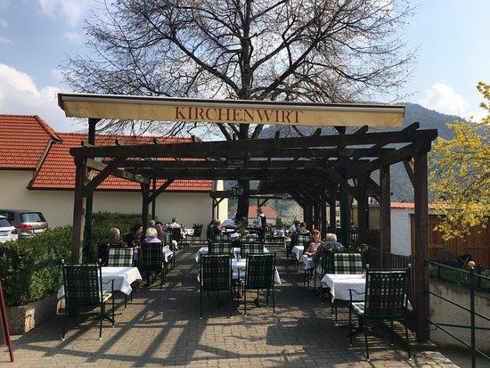 Restaurant Kirchenwirt Wachau: outdoor tables