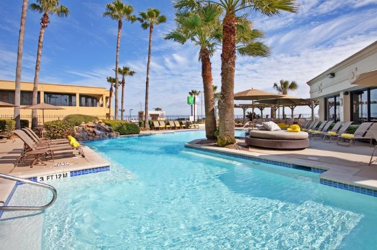 Holiday inn resort galveston on the beach tx hotel reviews photos price comparison for Ecr beach resorts with swimming pool prices