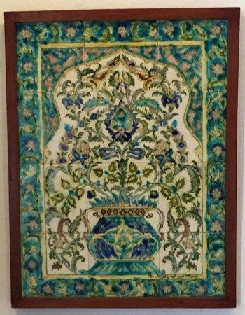 Porcelain tile blue vase and vine