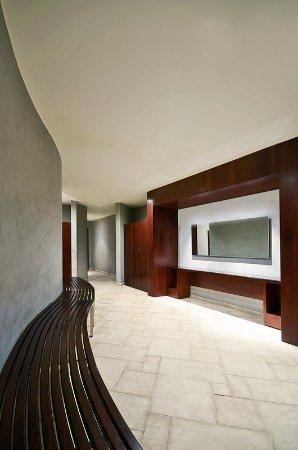 Le Meridien Pyramids Hotel & Spa: Explore Spa - Male Changing Area