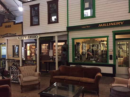 Lynden, WA: Museum Shop fronts