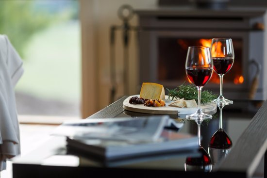 Yering, Australia: Enjoy Yarra Valley wine & cheese in front of your own fireplace
