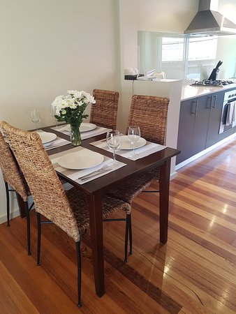 Parkdale, Australia: 1 Como 2 Bedroom Apartment