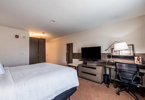 Stevensville, MI: King Guest Room