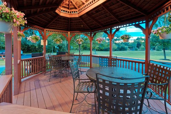 Нанует, Нью-Йорк: Our Gazebo is available for your grilling needs!