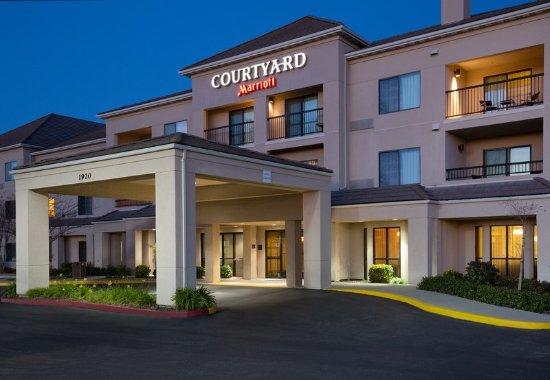 Courtyard Roseville: Entrance