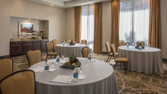 Lakewood, CO: Carriage Meeting room is spacious for social and corporate events