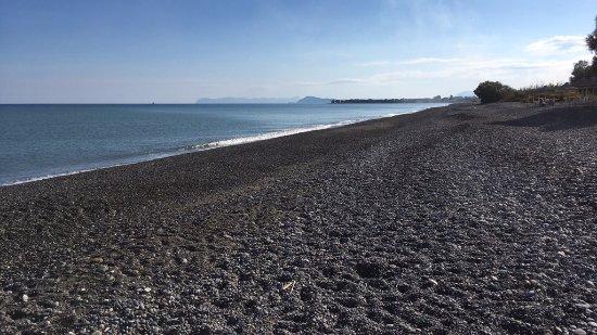 Cavo Spada Luxury Resort & Spa: Stranden nedanför hotellområdet