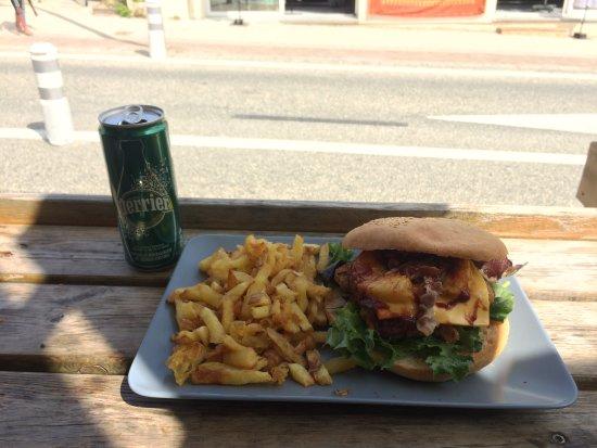 Hourtin-Plage, Francia: Un super burger Hawaïen