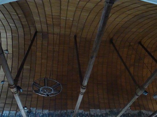 Longny-au-Perche, Francia: Voûte en coque de bateau renversée