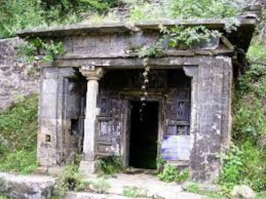 Champawat, India: Ruined temple