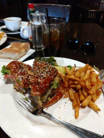 Turlock, كاليفورنيا: Great burger, crispy fries