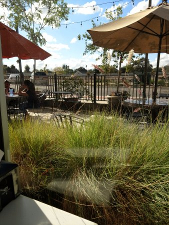Galt, CA: Outdoor seating