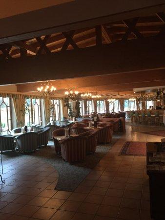 Nesselwaengle, Austria: Coté bar après le repas devant la cheminée