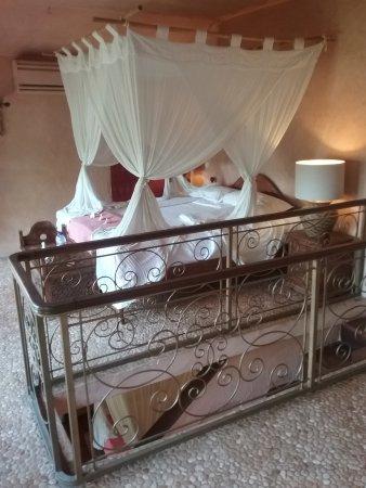 La Taverna Suites : Upstairs bedroom