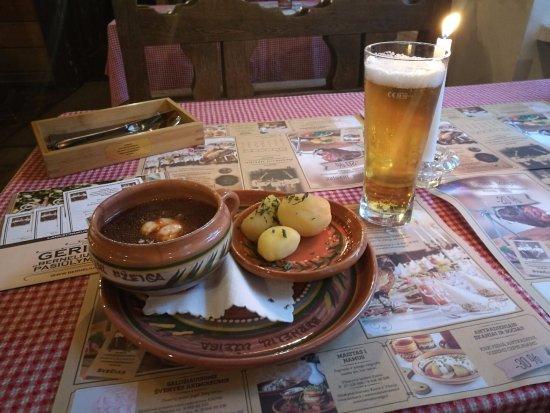 BerneliU Uzeiga : barszcz ze śmietaną i ziemniakami
