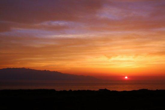 Kumage-gun Minamitane-cho, Japan: 宿の近くからの風景。 屋久島に沈む夕日