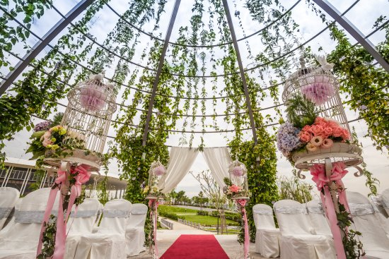 Setia City Convention Centre Garden Wedding At The Outdoor Gazebo