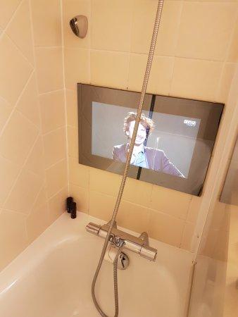 Le Relais Madeleine: Bath Tv