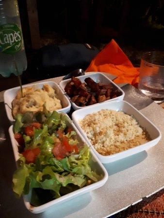 La Table du Pere Labat: Accompagnements: salade assaisonnée, semoule aux épices, pdt frites, purée de ignam et patate do